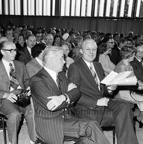 Gerhard Stoltenberg bei der Feier zum 100jährigen Jubiläum der Theodor-Mommsen-Schule, 1975