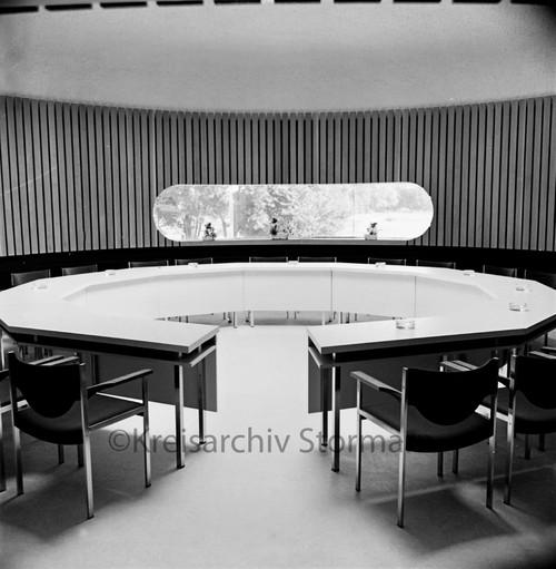 Sitzungssaal kurz vor der Einweihung des Verwaltungsgebäudes, 1972