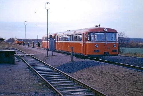Schienenbus im Bahnhof Dwerkathen, 1967