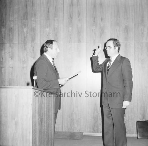 Vereidigung durch Kreispräsident Hubert Priemel, 01.09.1975