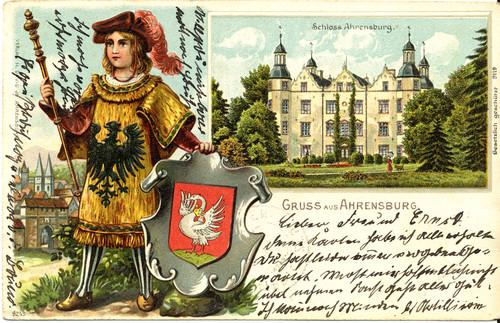 Postkarte von Schloss Ahrensburg, davor Herold mit Stormarnwappen, 1904