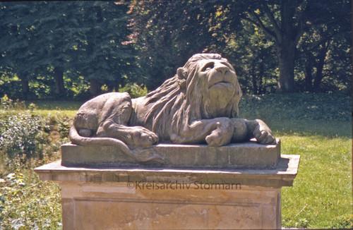 Erhaltene Löwenskulptur von der Umgestaltung des Ahrensburger Schlossparks 1765, 2005