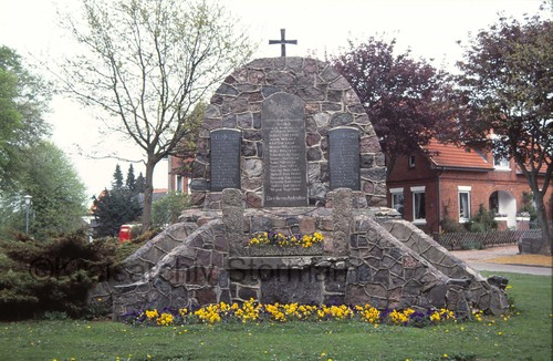 Ehrenmal für die gefallenen Soldaten in den Weltkriegen 1914-1918 und 1939-1945